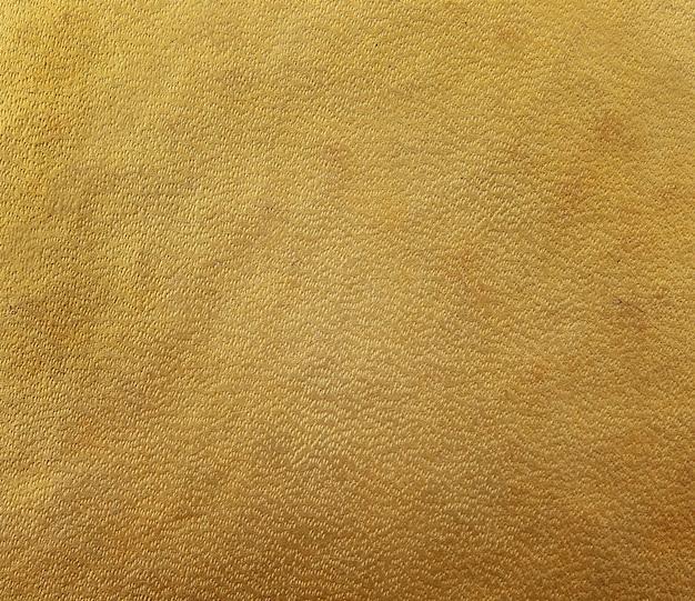 金茶色のハードカバーの本、紙の質感