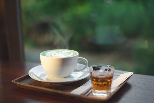 緑茶抹茶ラテのカップ