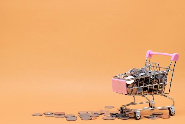 おもちゃのカートのコイン