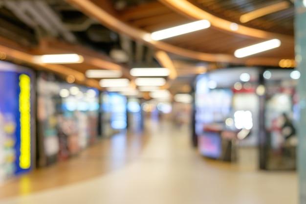 抽象的なショッピング店は、ボケの光でぼんやりした背景をぼかしました。