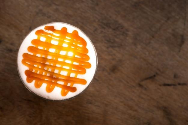 ホットカラメルマチアートコーヒーのガラス