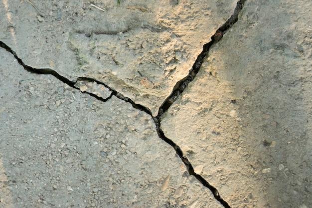 セメント床のひび割れ