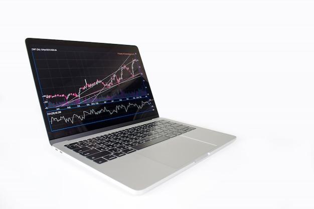 Изображение портативного компьютера показывая финансовую диаграмму на экране. финансовая концепция