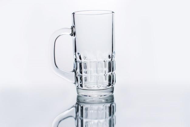 Пустой стакан воды