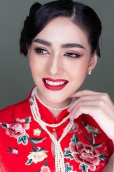 肖像画の魅力的な美しい女性