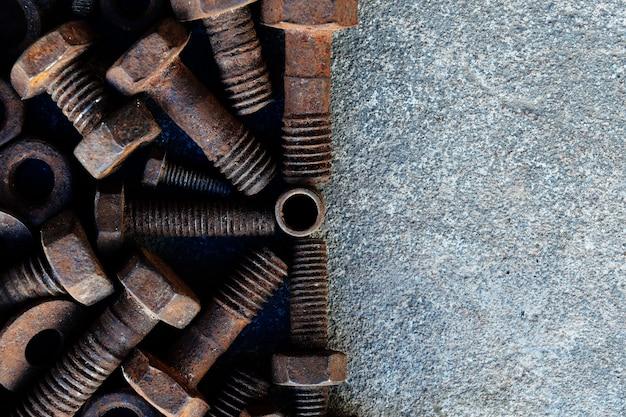 セメント地面に多くの防錆鋼