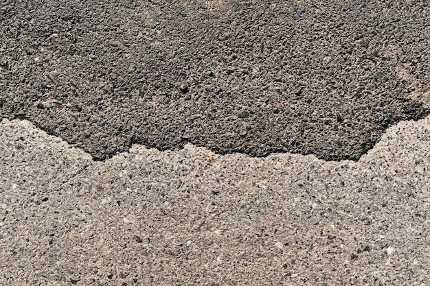 背景の表面の古いアスファルト道路