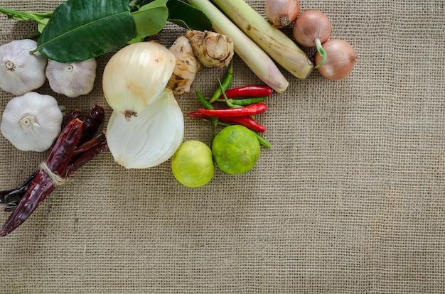 Ингредиенты, содержащие тайский чай