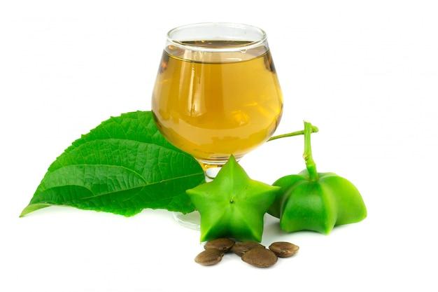サシャインチ、サシャインチピーナッツの新鮮なカプセルの種とお茶