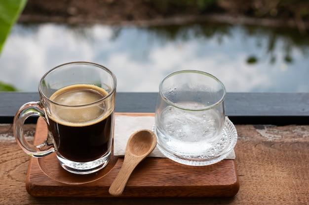 ガラスの新鮮なコーヒー