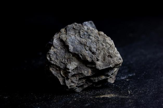 オイルシェール鉱物石