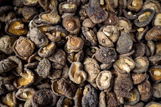 Сушеные грибы шиитаке фон, азиатская кухня пищевой ингредиент