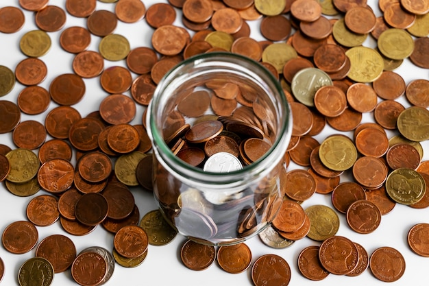 お金を節約し、金融ビジネスコンセプトの銀行口座