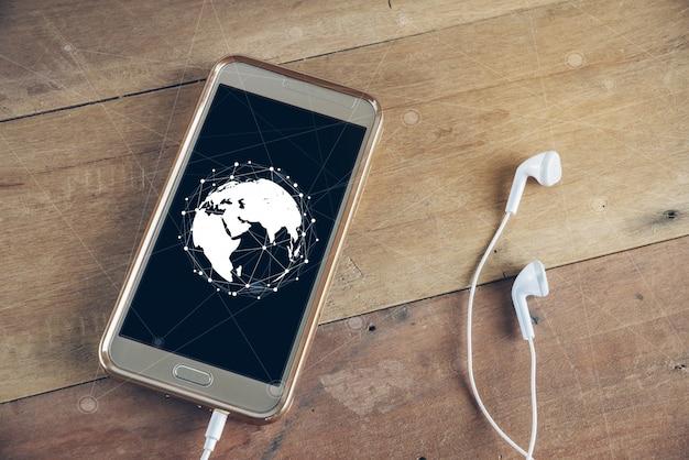 Концепция технологии на экране телефона