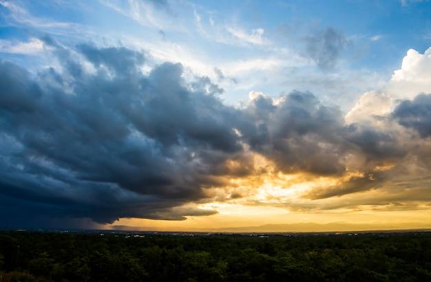 Грозовое небо дождевые облака