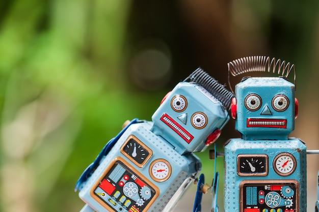Старинный игрушечный робот