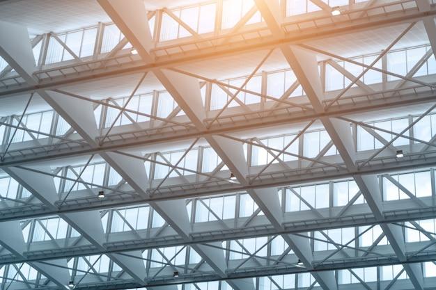 近代的なオフィスビルの屋根