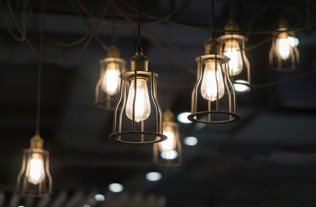 Освещение от многих лампочек салона