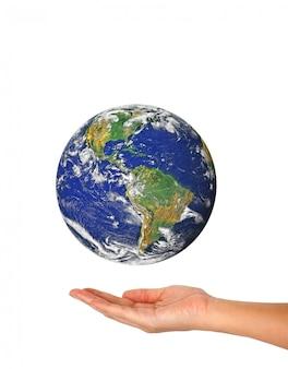 地球を持っている女性の手