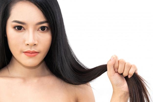 分離された黒く長い光沢のあるストレート滑らかな髪と美しい女性美容医療