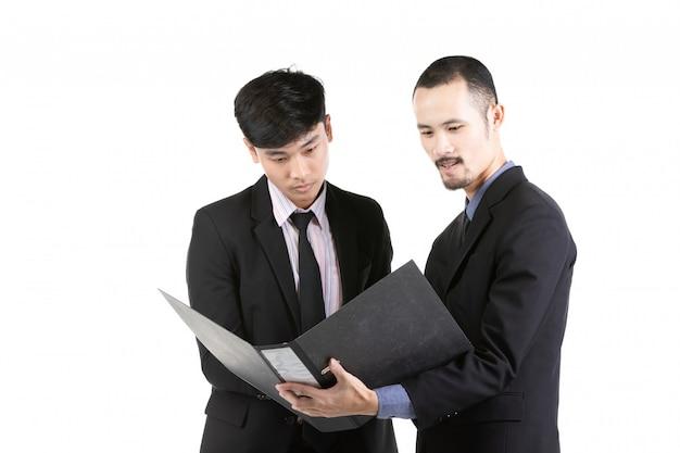 ビジネスマン、条約についての議論白い背景に分離されました。