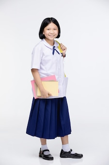 灰色の文房具と学生の制服を着たかわいい女の子