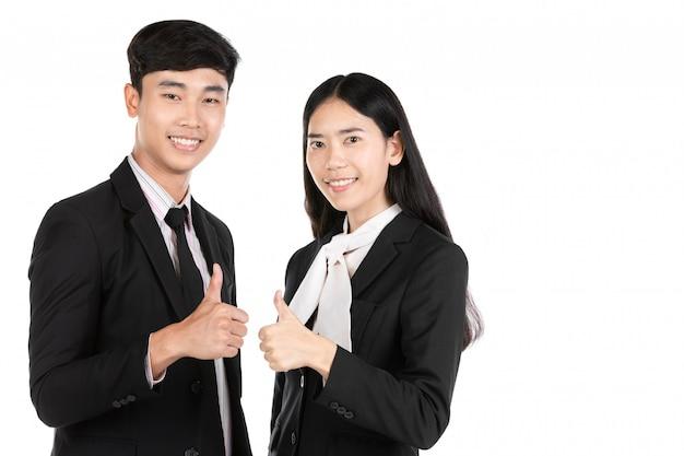 白で隔離されるアジアのビジネス人々のカップル。
