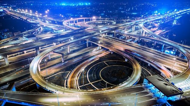 大都市の高速道路、高速道路は市に入る