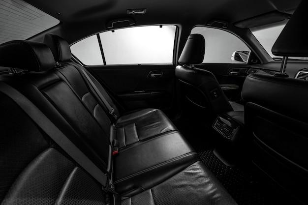 クリーンコンソール近代的な車、黒い屋内のデザイン。