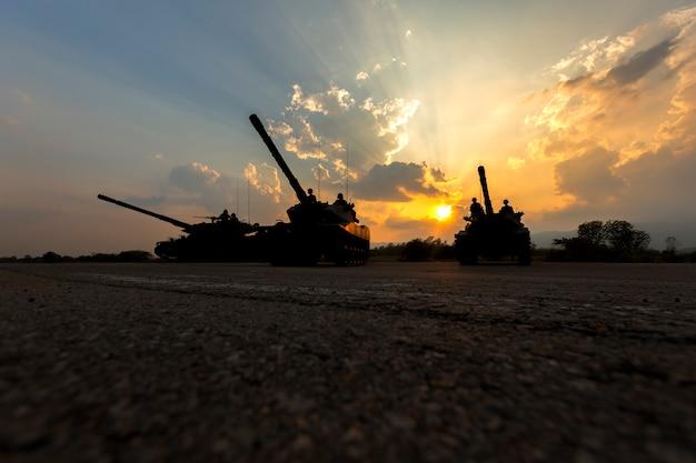 陸軍のタンクのシルエット