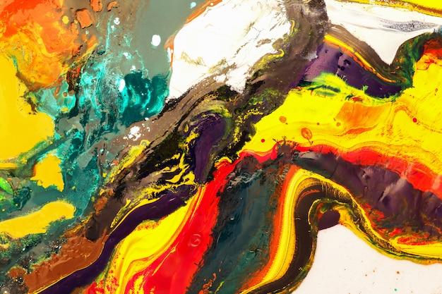 カラーペイントは、ポスター、カード、招待状、壁紙のトレンディな背景として使用できます。