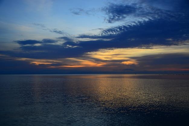 海と空の反射と影