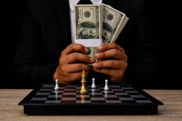 リーダーシップの概念。チェスはリーダーです。チェスを比較することは、戦略的なビジネスプランです。