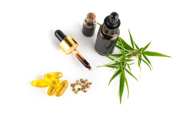 大麻葉と大麻の種子が入った大麻精油容器