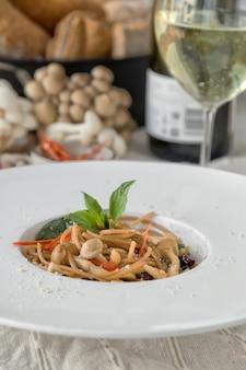 スパゲッティボロネーゼビーフトマトソースと野菜