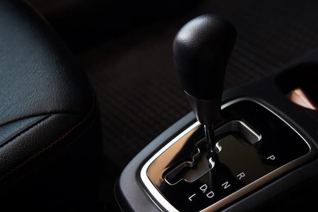 車内のギア自動システム、運転前の変更と修理