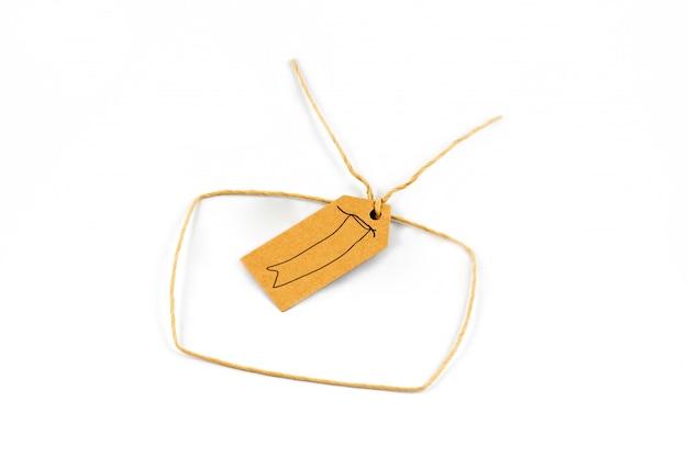 ペーパーラベルと紙ロープ製品サインオンホワイトバックグラウンド、