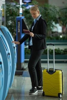 空港での女性