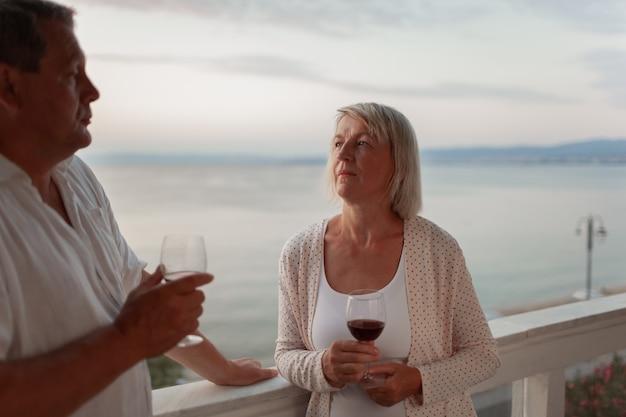 Романтический вечер для зрелой пары