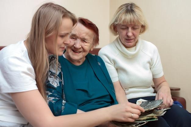 おばあちゃん、お母さん、娘ボンディング