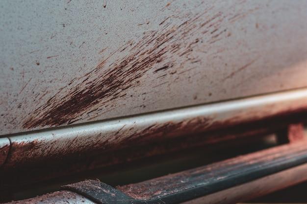 汚れた車の側面、洗浄サービスのコンセプト