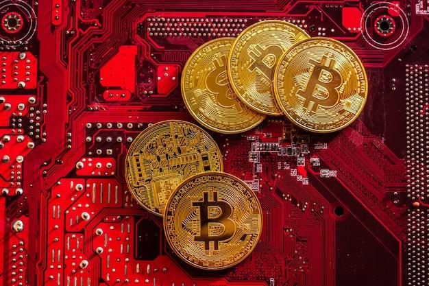 回路基板マイクロチップ、仮想暗号通貨、マイニングゴールデン、ブロックチェーンテクノロジーを備えたビットコイン。