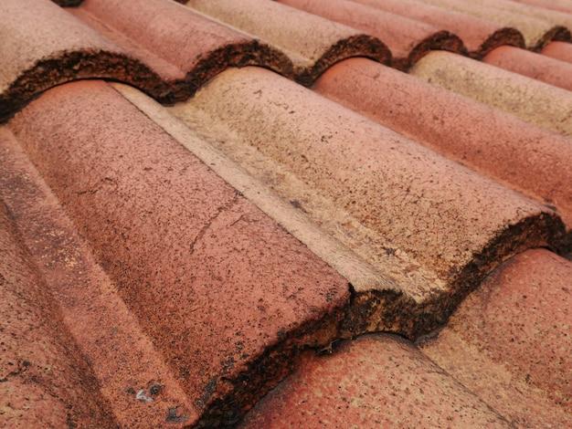 古い赤い屋根瓦の背景