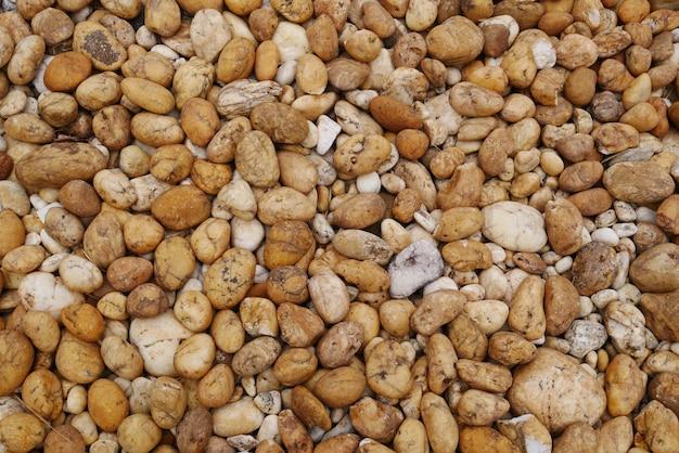 茶色の小石のビーチの石の背景