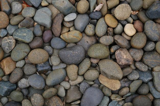 自然の小石のビーチの石の背景