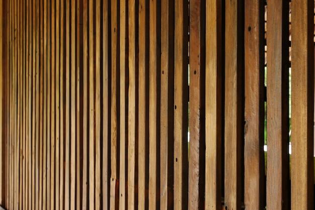 竹の木、古い木製の壁の背景