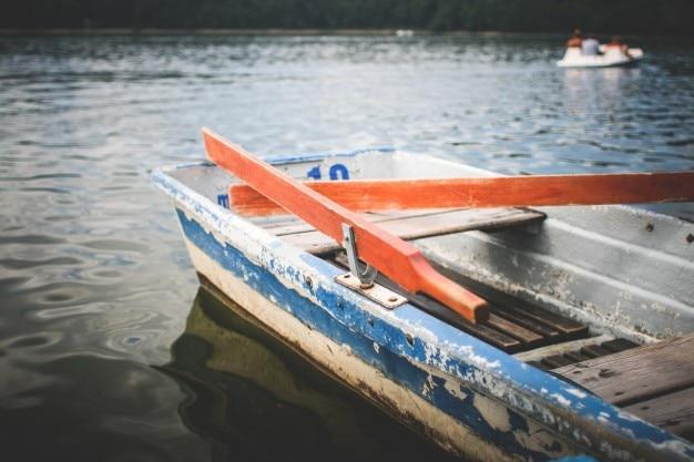 古い手漕ぎボート