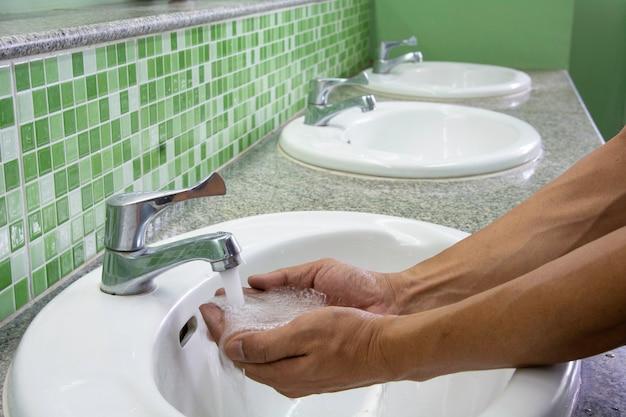 手洗い。手を掃除します。