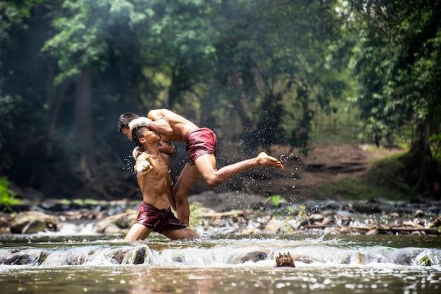 ムエタイタイの格闘技。タイのボクシング。