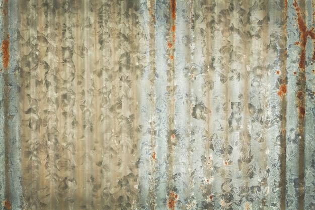 亜鉛めっき金属表面にさびた古い亜鉛テクスチャ背景。